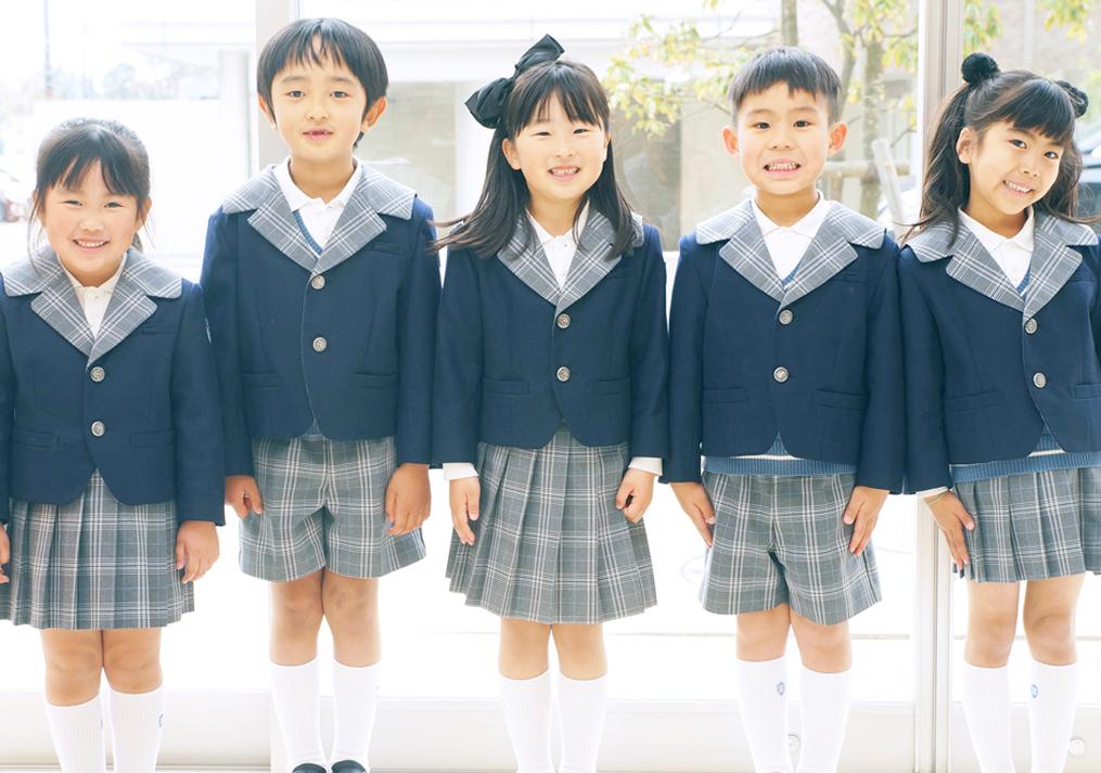 入学式を喜ぶ子供