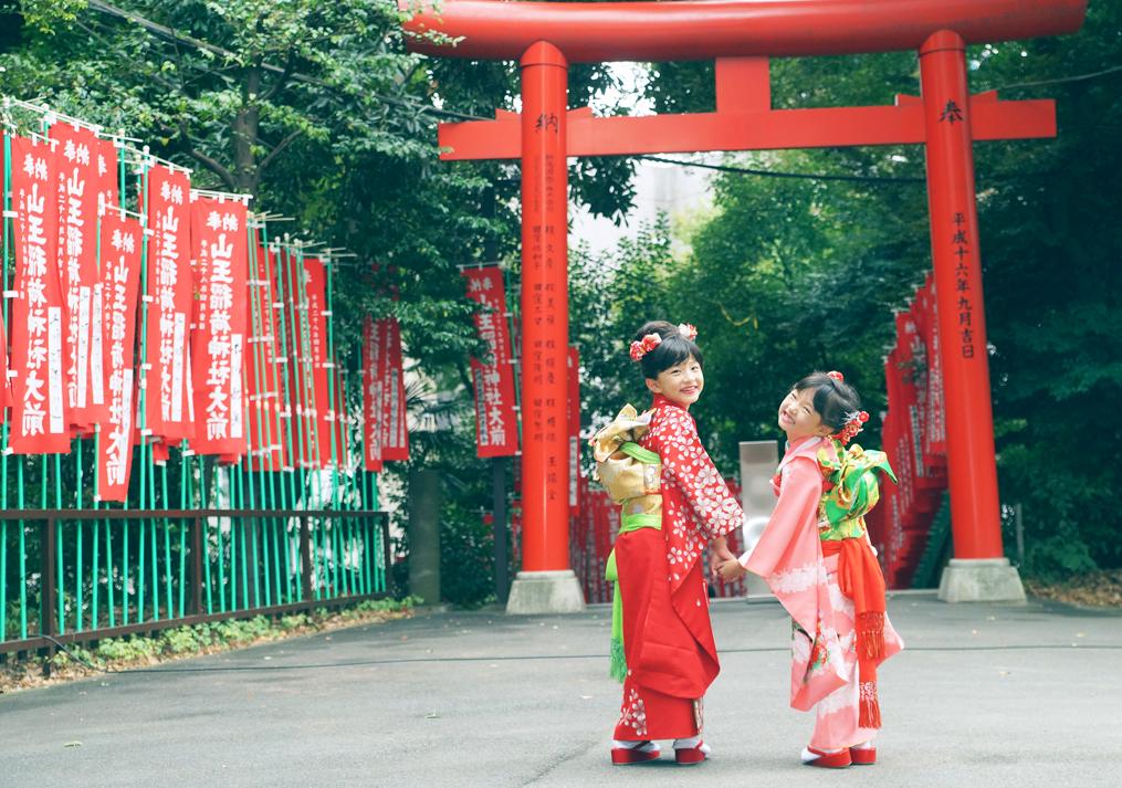 赤坂日枝神社での姉妹の七五三の写真