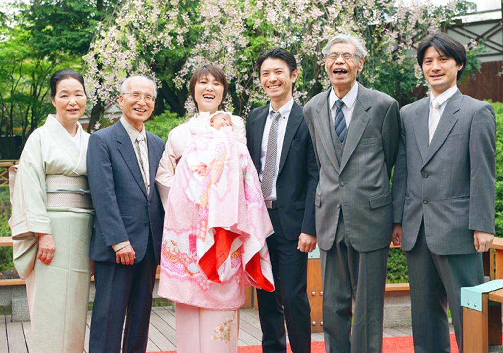 お宮参りでの家族写真