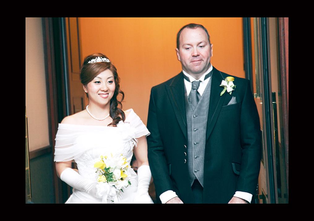 結婚式の入場のシーン